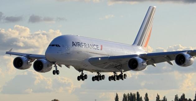 Airbus A380 bei der Landung