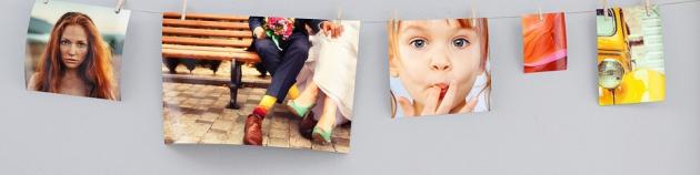 Mit Klammern an Strick befestigte Fotos