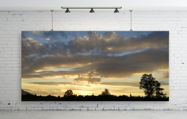 Landschaftbild auf Leinwand von MyPoster vor einer weißen Wand